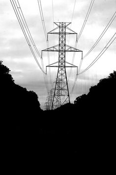 Monochrome Nightmare – Wires