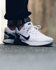 Nike Lunarglide 7: White/Black