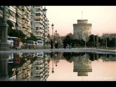 Thessalonikh town - Hellas Thessaloniki was founded by Cassander and was named in honor of his wife, Thessaloniki , which was half-sister of Alexander the Great. Greek Design, Modern Metropolis, City Break, Macedonia, Best Cities, Travel Photos, Places Ive Been, New York Skyline, Places To Visit