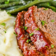 The meatloaf is so tender and juicy on the inside with a sweet and tangy sauce that glazes the meatloaf and adds so much flavor! Venison Meatloaf Recipe, Homemade Meatloaf, Best Meatloaf, Meatloaf Recipes, Meatloaf Seasoning, Seasoning Recipe, Beef Recipes, Salad Recipes Video, Crepe Recipes