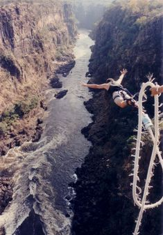 Bungee Jump...South Africa 2012  Off the tallest bungee jump in the world, at 695 feet! Ahhh not gunna happen, but I like this picture;)