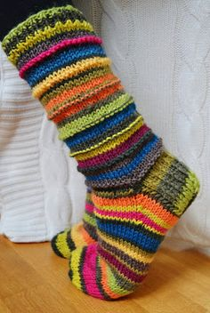 Korennon tanssi: Jämälankasukat Crochet Socks, Knit Or Crochet, Knitting Socks, Hand Knitting, Knitting Patterns, Funky Socks, Crazy Socks, Sock Toys, Christmas Ornament Crafts