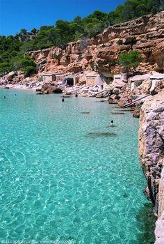 casetas de pescadores en cala de Ibiza