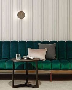 Banquette velours vert l Bates Smart is an integrated architecture, interior design and urban design… Interior Desing, Cafe Interior, Interior Design Inspiration, Interior Architecture, Commercial Interior Design, Design Hotel, Restaurant Design, Luxury Restaurant, Restaurant Lighting