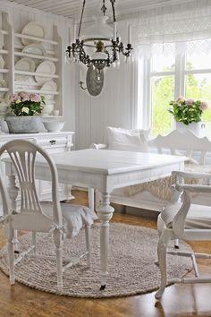 """VIBEKE DESIGN: """"Kan vi ikke bare ha et VANLIG kjøkkenbord !"""""""