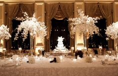 I love the unstructured, modern look of these centerpieces