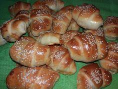 Mpaxari & kanela : Κρουασάν με ζύμη γιαουρτιού. Croissant Donut, Greek Cooking, Greek Recipes, Pretzel Bites, Hot Dog Buns, Bagel, Finger Foods, Donuts, Food And Drink