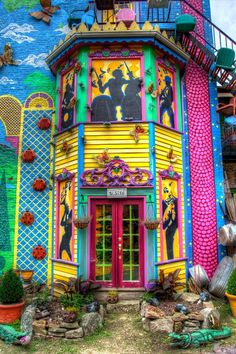 Visiting #Pittsburgh? See Randyland, local artist creation at 1501 Arch Street, Pittsburgh, PA 15212 pic.twitter.com/FTdC52kUjK