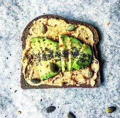 """2,328 gilla-markeringar, 101 kommentarer - Bahare - @healthy_belly (@healthy_belly) på Instagram: """"Toasted Rye Bread topped w/ Avocado + Hummus + Sea Salt & Chili flakes! This combo guys! I have no…"""""""