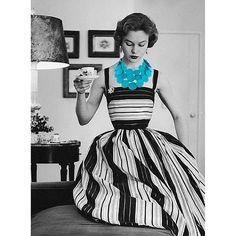 fiddlesticks and funny girls: Vintage Vogue Vintage Vogue, Vintage Glamour, Vintage Beauty, Vintage Dior, Vintage Black, Retro Vintage, Vintage Outfits, Robes Vintage, Vintage Dresses