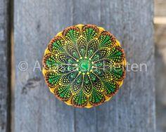 Mandala Stein von Hand bemalt