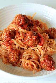 Mäsové guličky so špagetami /Spaghetti and meatballs/ Best Frozen Meatballs, Frozen Meatball Recipes, Crock Pot Meatballs, Terriyaki Meatballs, Bbq Meatballs, Parmesan Meatballs, Making Donuts, Ground Meat Recipes, Cooking Recipes