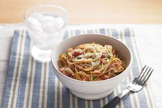 Spaghettini pasta is topped with a tomato-basil sauce and cheese to make a quick… Courgette farcie au Liban, recette facile et rapide Noodle Recipes, Pasta Recipes, Dinner Recipes, Cooking Recipes, Healthy Recipes, What's Cooking, Healthy Meals, Easy Meals, Kraft Recipes