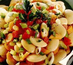 Salată orientală vegetală cu roșii uscate bio Fruit Salad, Pasta Salad, Vegan, Ethnic Recipes, Food, Crab Pasta Salad, Fruit Salads, Essen, Meals