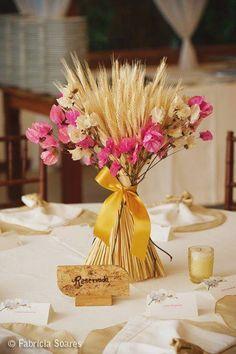 Bougainvillea desidratada + ramos de trigo: centro de mesa lindo