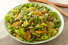 Tabouli is so last season. Bulgur enters the scene with romaine, juicy oranges, garbanzo beans and balsamic dressing. Smart and beautiful.