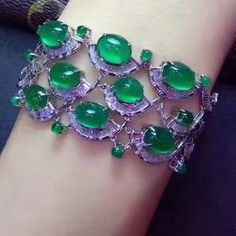 At @taiwan_kunlun_jewelry. Bracelet #jade #jadeite #gem #jewelry