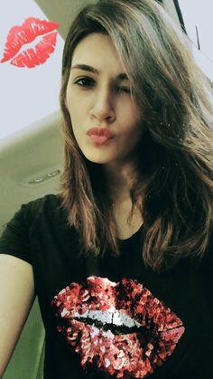 Kriti new selfie Indian Actress Hot Pics, Indian Bollywood Actress, Bollywood Girls, Beautiful Bollywood Actress, Bollywood Stars, Bollywood Fashion, Indian Actresses, Bollywood Heroine, Indian Celebrities