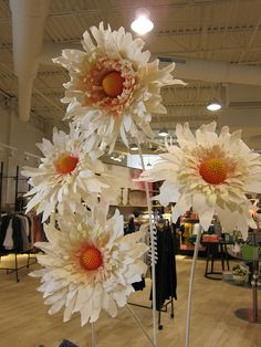 Image detail for -Always getting ideas for kid's art projects from the windows and displays at Anthropologie. Giant Paper Flowers, Big Flowers, Faux Flowers, Beautiful Flowers, Crepe Paper Flowers, Paper Flower Backdrop, Fabric Flowers, Paper Art, Paper Crafts