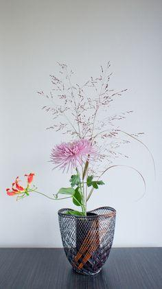 'Gloriantum' Ikebana inspired floral arrangement   par Otomodachi
