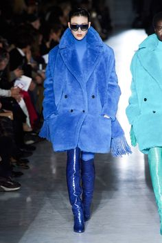 Max Mara Fall 2019 Ready-to-Wear Fashion Show - Vogue Vogue Fashion, Fashion Week, Runway Fashion, Womens Fashion, Fashion Trends, Max Mara, Fashion Show Collection, Couture Collection, Vetement Fashion