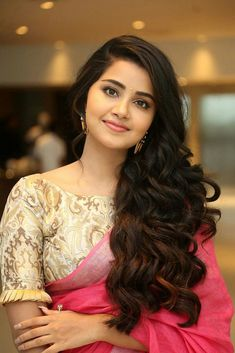 Anupama Parameswaran Stills At Vunnadi Okate Zindagi Movie Thanks Meet. South Indian Actress Anupama Parameswaran in saree stills. Fancy Blouse Designs, Bridal Blouse Designs, Blouse Neck Designs, Beautiful Girl Photo, Beautiful Girl Indian, Most Beautiful Indian Actress, Beautiful Girl Quotes, Beautiful Body, Stylish Blouse Design