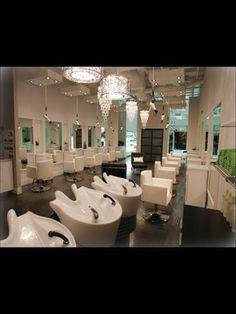 Salon interior décor ideas, plus amazing salon designs from around the globe. Hair And Nail Salon, Hair And Beauty Salon, Beauty Salons, Beauty Bar, Hair Salon Interior, Home Salon, Nail Salon Design, Beauty Salon Design, Spa