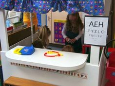 Kindergarten Nana site: Ideas and printable props for Dramatic Play Centres. I like the eye chart. Dramatic Play Area, Dramatic Play Centers, Preschool Classroom, Preschool Activities, Health Activities, Classroom Ideas, Play Based Learning, Learning Spaces, Early Learning