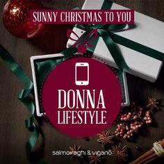 La DONNA LIFESTYLE 📱 Sempre aggiornata, sempre sicura. Odi il suo smartphone: ti ha scavalcato nella lista dei migliori amici. Sa sempre il posto migliore dove andare, il vestito migliore da mettere. Fa anche i regali migliori, e per ricambiare entri nel panico. Regalale un paio di occhiali > http://guardiamooltre.salmoiraghievigano.it/sunny-xmas #sunnyxmas #salmoiraghievigano #shopping #Natale #Christmas #Xmas #Xmasshopping #occhiali #occhialidasole