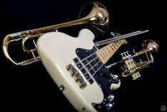 Meine Ibanez ist über 40 Jahre alt und rockt noch immer!  Falls auch du solche Bilder von oder mit deinen Instrumenten haben willst: mein Fotostudio hat sicher einen Termin frei! Schreib mir einfach unter Kontakt. Music Instruments, 40 Years Old, Photo Studio, Main Hoon Na, Nice Asses, Pictures, Musical Instruments