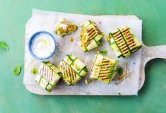 Zucchinipäckchen vom Grill » Einfach Lecker » Rezeptideen für jeden Tag Zucchini, Eating Fast, Grilling, Food And Drink, Low Carb, Dishes, Cooking, Easy, Vegetarian Grilling