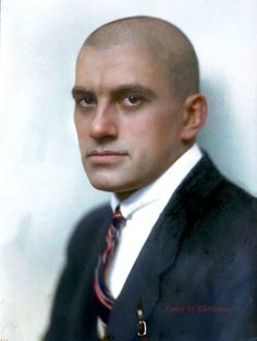 Incredibly Colorized Pictures Show The Life Of Russian People In The Past Russian Literature, World Literature, Portrait Drawing Tips, Vladimir Mayakovsky, Comparative Literature, Heartbreak Hotel, Writers And Poets, The Life, Revolutionaries
