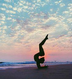 Pin by alexia on yoga poses позы йоги, йога, танец. Dance Photography Poses, Gymnastics Photography, Dance Poses, Yoga Poses, Yoga Pictures, Dance Pictures, Yoga Inspiration, Yoga Position, Gymnastics Pictures