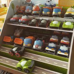 Parking staat weer vol! #habaspeelgoed  #speelgoed #spelen #kinderen #haba Om, Mugs, Tableware, Dinnerware, Cups, Dishes, Mug, Tumbler