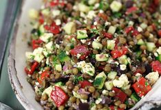 A tasty healthy Greek lentil salad! - A tasty healthy Greek lentil salad! Easy Smoothie Recipes, Salad Recipes, Snack Recipes, Healthy Smoothie, Vegetarian Snacks, Going Vegetarian, Easy Snacks, Healthy Snacks, Healthy Recipes