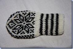 I dag har eg kost meg med å prøve å lage mitt eige babyvotte mønster. Baby Mittens, Knit Mittens, Baby Knitting Patterns, Crochet Patterns, Baby Barn, Baby Seal, Mittens Pattern, Handicraft, Crochet Projects