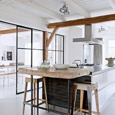 Verrière métallique extra-fine pour séparer la cuisine de la salle à manger