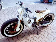 Vintage Honda Motorcycles, Honda Bikes, Honda Cub, Scooter Custom, Custom Bikes, Aerox 155 Yamaha, Ducati Motorbike, Cafe Racer Parts, Cafe Racing