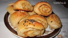 Škvarkové slané trojuholníky (fotorecept) Bagel, Bread, Food, Basket, Meal, Brot, Eten, Breads, Meals