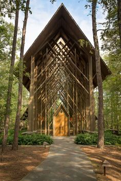 Beautiful chapels in Arkansas - reconnect with nature.  Great article on Roadtrippers.