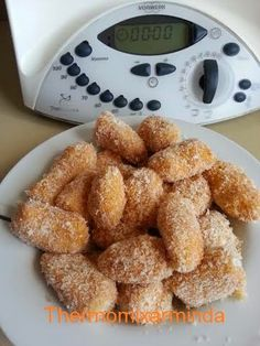 Croqueta de chorizo Chorizo, Latin Food, Canapes, Mexican Food Recipes, Cereal, French Toast, Food And Drink, Chocolate, Cooking