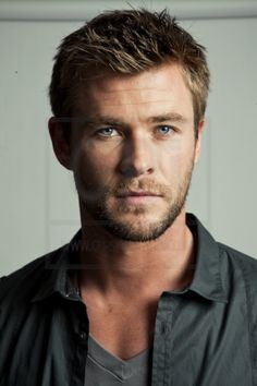 Chris Hemsworth ♥/••••Snow White & Huntsman/