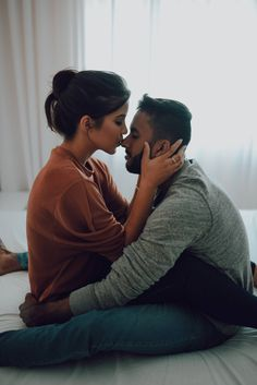 Cute Couples Photos, Cute Couples Goals, Couples In Love, Love Photos, Romantic Couples, Couple Pictures, Couple Photoshoot Poses, Couple Photography Poses, Couple Posing