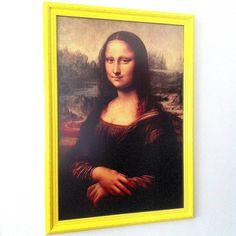 NOVIDADE PlocPop!! Poster #MonaLisa de #leonardodavinci impresso em papel especial emoldurado em resistente e requintada moldura laqueada amarela e vidro anti-reflexo. A reprodução é exatamente do mesmo tamanho da obra original! Tamanho do poster: 77cm x 53cm Tamanho do quadro montado: 85cm x 61cm by plocpop http://ift.tt/27Rm56I