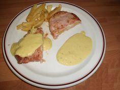 Esta variedad de salsa curry con queso es bastante cremosa, y en los restaurantes es utilizada para recubrir muchos platos de carne, aunque también puede u
