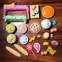 Littlest pet shop food accessories. All in good condition. Little Pet Shop Toys, Lps Littlest Pet Shop, Cool Toys For Girls, Diy For Kids, Lps Accessories, Lps Toys, Mini Doll House, Miniature Crafts, Mini Things