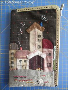 Japanese Patchwork, Japanese Sewing, Patchwork Bags, Manualidades Halloween, Easy Halloween Crafts, House Quilts, Fabric Houses, Applique Quilt Patterns, Embroidery Applique