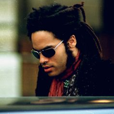 lenny kravitz dreadlocks | Kravitz sous toutes les coupes ! : Lenny Kravitz en 1992, les dreads ...
