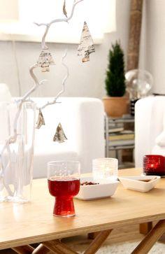 Iittala Christmas Home. Iittala + Kotipalapeli collaboration. Sarjaton glasses, Kastehelmi votives, Teema square & triangle dishes.