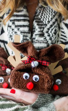 Washcloth Reindeer. ADORABLE and easy DIY Christmas gift idea! #DIYChristmasGift #DIYholiday #handmadegift #washclothreindeer #ChristmasCraft #Rudolphcraft